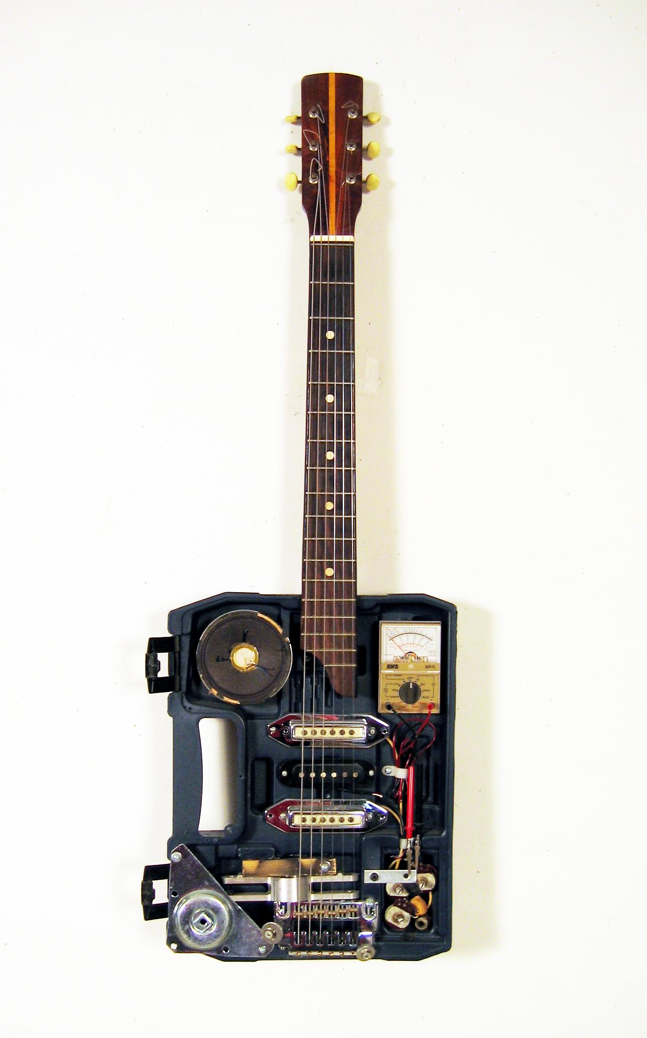 Всегда гитара в жопе полки, они