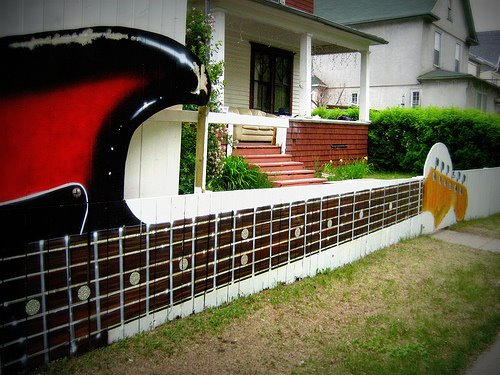 Is There a Guitar Geek in the House ?