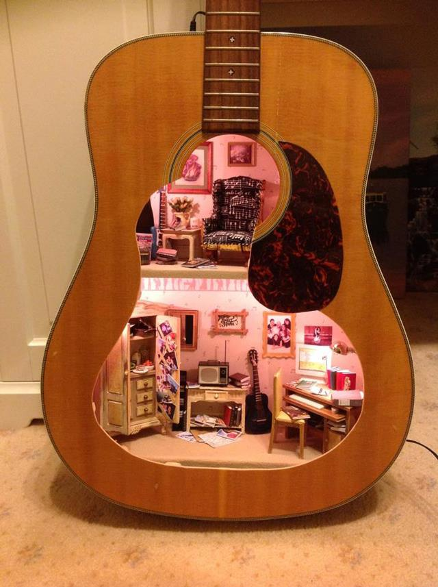 Guitar-Doll-House
