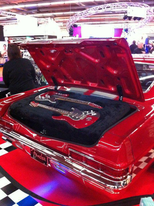 Guitars-Trunk-Car