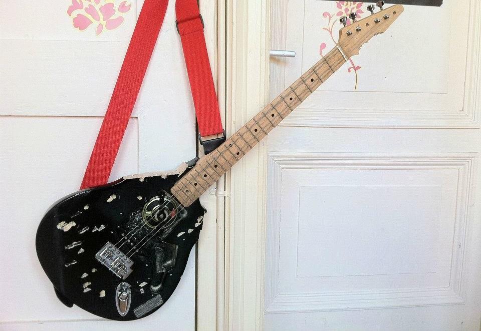 Guitar-Mess-1